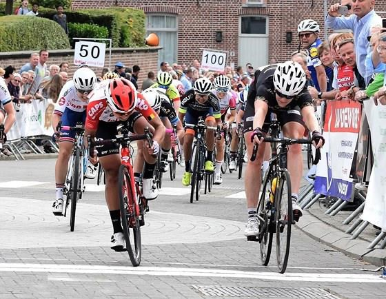 Vietnamese racer comes second at cycling tourney in Belgium hinh anh 1