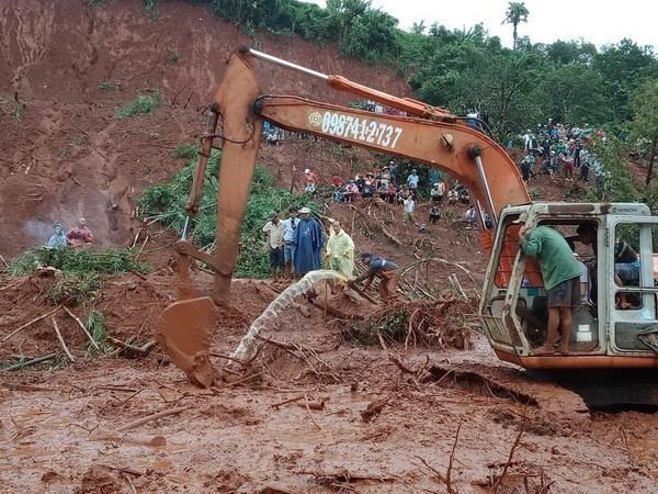 Family of three buried under landslides in Dak Nong province hinh anh 1