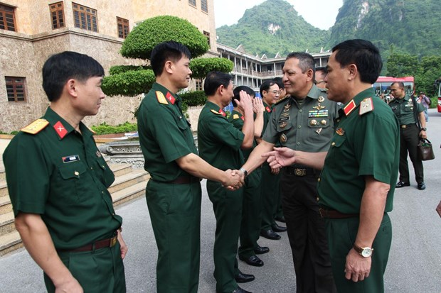 Indonesian military officers visit Military Region 1 hinh anh 1