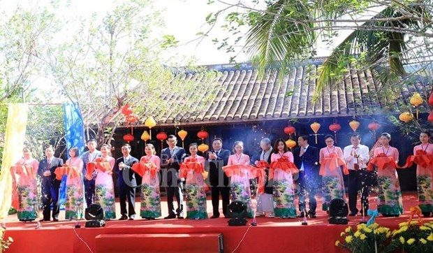 Vietnam-International Silk and Brocade Festival opens in Quang Nam hinh anh 1
