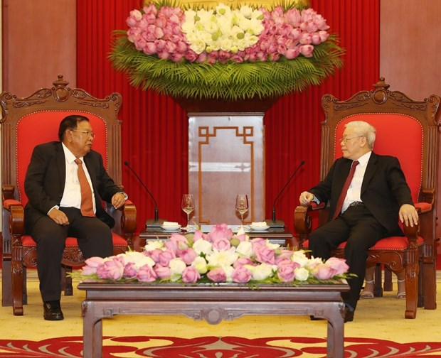 Party, State leader Nguyen Phu Trong welcomes Lao counterpart hinh anh 1
