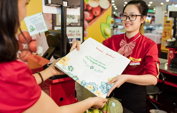 Retail chain applies measures to go green hinh anh 1