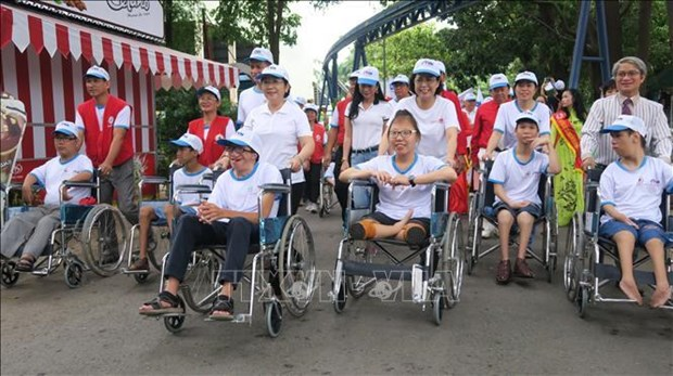 HCM City: Thousands walk for AO victims, people with disabilities hinh anh 1