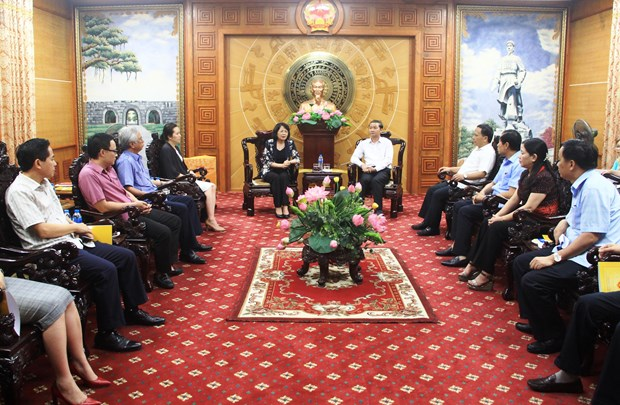 Vice President presents aid to storm victims in Thanh Hoa hinh anh 1