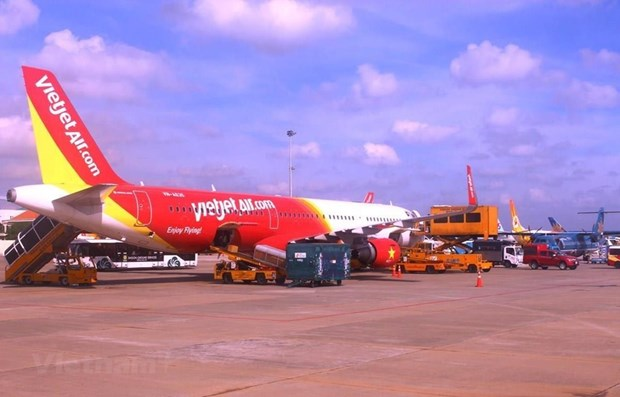 Domestic airlines delay, cancel almost 4,000 flights in July hinh anh 1