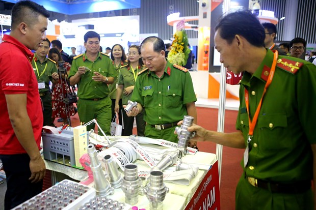 HCM City hosts fire safety & rescue exhibition hinh anh 1