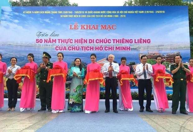 Exhibitions marks 50-year implementation of late President's testament hinh anh 1