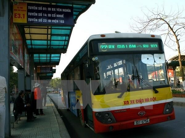 Hanoi to build 300 new bus stops hinh anh 1