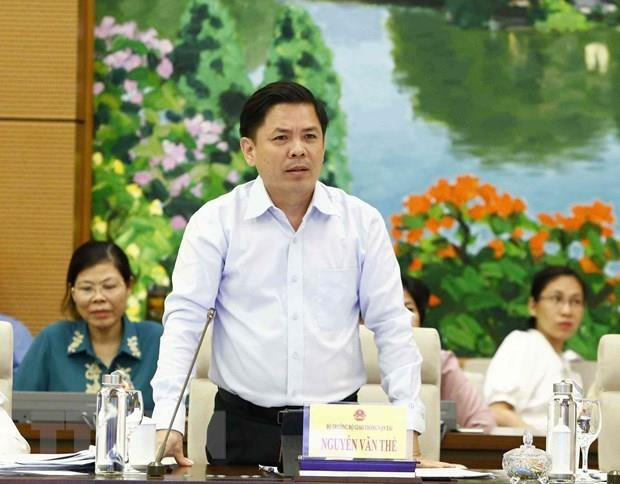 Transport minister fields questions about hot issues hinh anh 1