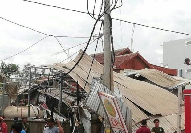 At least 13 injured as gas tanker explodes in Cambodia hinh anh 1