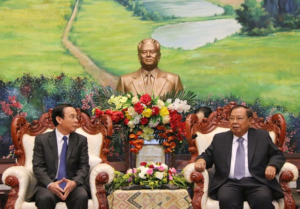 Top Lao leader receives officials of Party Central Committee's Office hinh anh 1