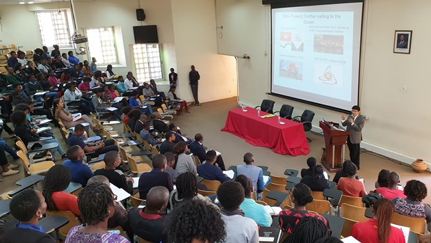 Ambassador highlights Vietnam' foreign policy at Mozambican university hinh anh 1