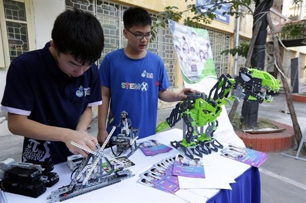 ASEAN youths place soft skills over STEM hinh anh 1