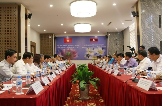 Vietnam, Laos boost cooperation in trade-industry, energy, mining hinh anh 1