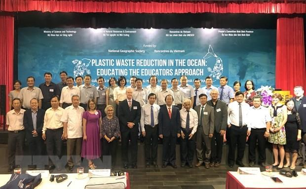 Education model introduced to reduce plastic waste hinh anh 1