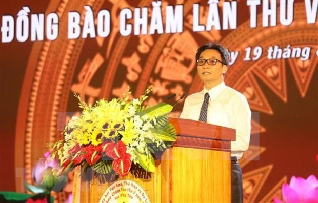 Deputy PM bestows Cham tower national special relic title hinh anh 2