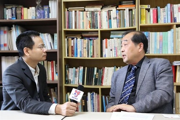Korean scholar urges use of int'l norms to peacefully solve East Sea issue hinh anh 1