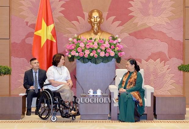 NA Vice Chairwoman receives US senators hinh anh 1