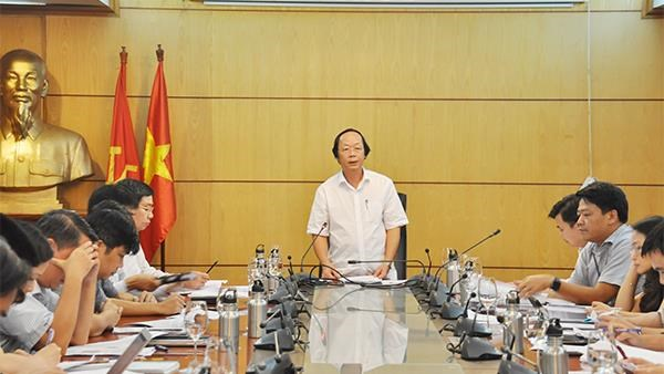 Ministries discuss tightening control over used goods, waste import hinh anh 1
