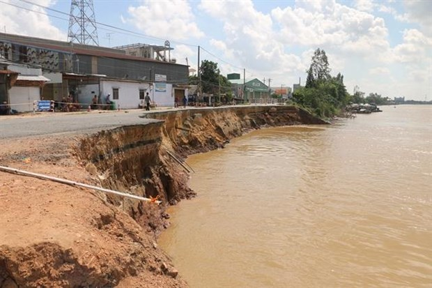 An Giang province's highway collapses into river hinh anh 1