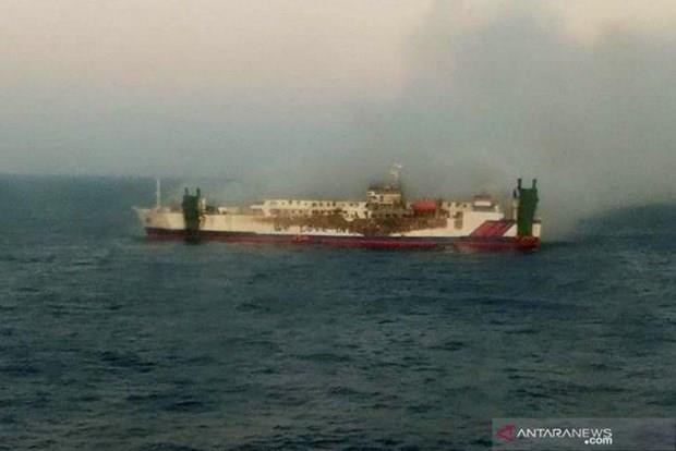 Indonesia: 30 passengers missing after ship catches fire hinh anh 1