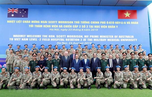 Vietnamese, Australian PMs visit peace-keeping hospital hinh anh 1