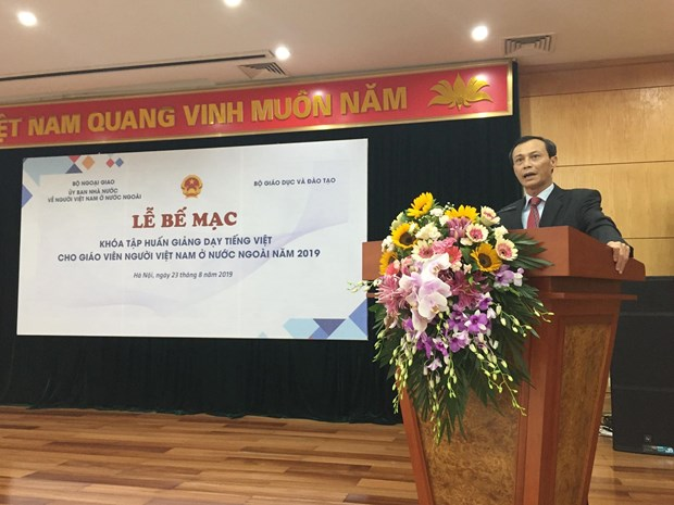 Training course for Vietnamese language teachers closes hinh anh 1