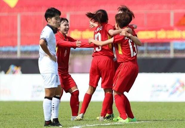 Vietnam to face Philippines in AFF women's football champs semi-finals hinh anh 1