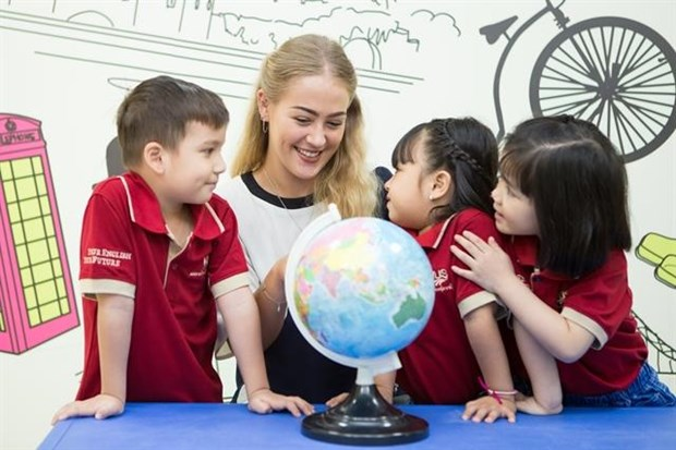 HCM City aims high in teaching foreign languages to school children hinh anh 1