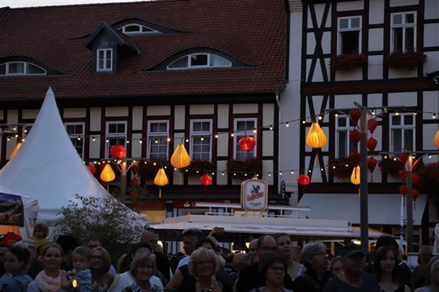 Hoi An ancient city hosts second latern night festival in Germany hinh anh 1