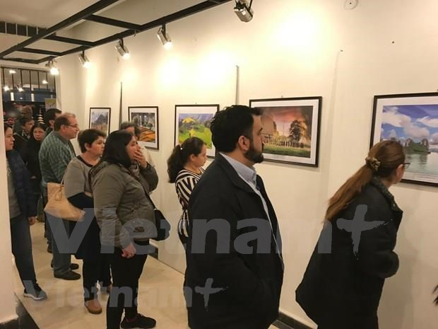 Vietnam hosts cultural days in Paraguay hinh anh 1