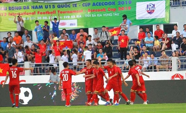 Vietnam beat Russia 2-0 at Acecook U15 int'l football cup hinh anh 1