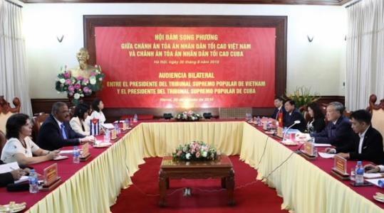 Chief Justice Nguyen Hoa Binh receives Cuban counterpart hinh anh 1