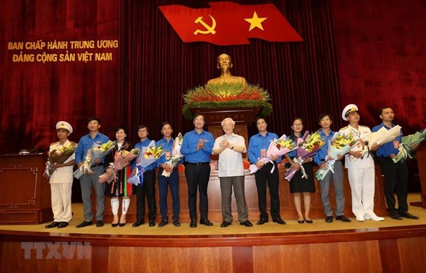 Top leader meets outstanding young Party members hinh anh 1