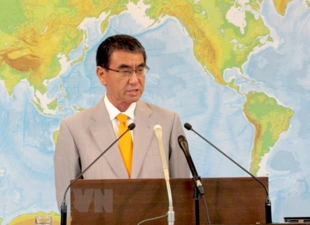Japanese FM stresses need of upholding law in East Sea hinh anh 1