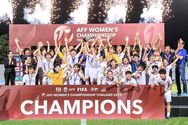 Vietnam comes to the throne at AFF Women's Championship hinh anh 1