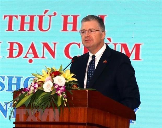 US Ambassador visits Truong Son National Martyrs' Cemetary hinh anh 1