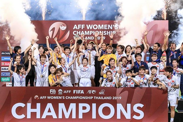 Women's national football team gets rewards for AFF champ title hinh anh 1