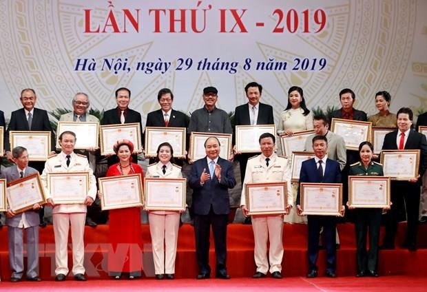 Outstanding artists honoured with State's titles hinh anh 1