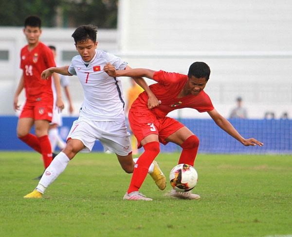 Vietnam beat Myanmar 2-1 in U15 int'l football tournament hinh anh 1