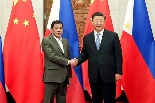 Philippines, China sign six cooperation agreements hinh anh 1