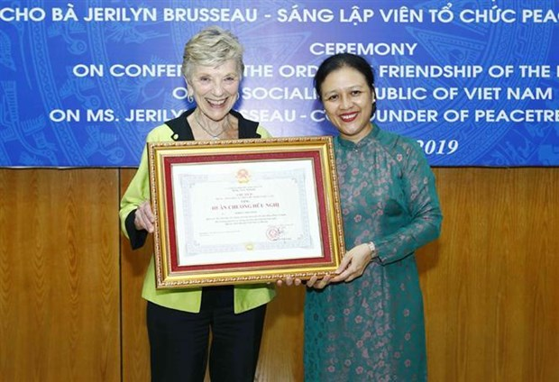 Friendship Order awarded to US's PeaceTrees Vietnam Founder hinh anh 1