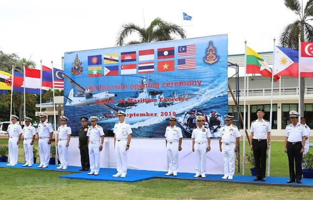 Vietnam attends ASEAN-US naval exercise in Thailand hinh anh 1