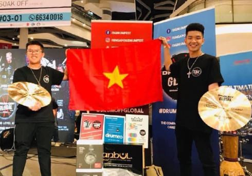 Vietnamese students finish first in Drum Off Global 2019's Rhythm duo hinh anh 1