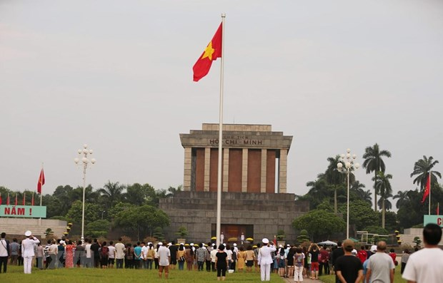 More than 50,000 people pay tribute to President Ho Chi Minh hinh anh 1