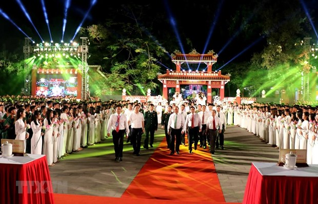 Live TV programme marks 50-year implementation of late President's Testament hinh anh 1