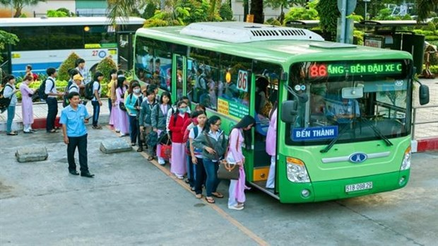 HCM City encourages people to use public transport hinh anh 1