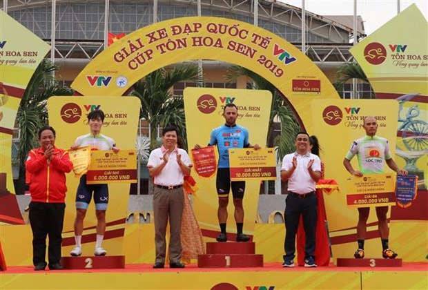 Colombian cyclist wins third stage of int'l tournament hinh anh 1