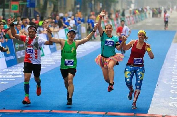 1,000 foreign athletes register for VPBank Hanoi Marathon hinh anh 1