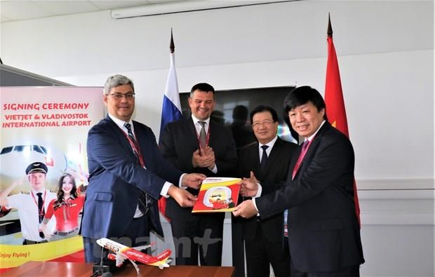 Deal signed for Vietjet Air's launch of direct flights to Russia's Far East hinh anh 1